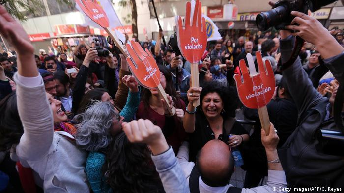 Chile Verfassungsgericht genehmigt Lockerung des Abtreibungsverbots (Getty Images/AFP/C. Reyes)