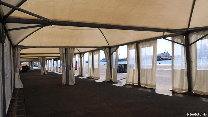 White tent at Catania port (DW/D.Pundy)