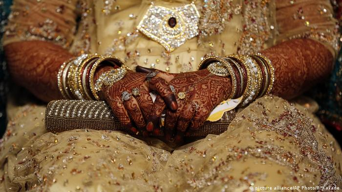 The hands of an Indian Muslim bride