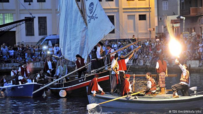 Kroatien Omis - kleine Piratenboote