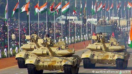 Indien T-90-Panzer-Parade (picture-alliance/ dpa/STR)
