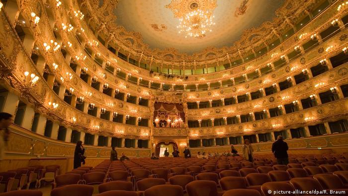 Italien Theater La Fenice in Venedig nach dem Brand vor 20 Jahren (picture-alliance/dpa/R. Braum)