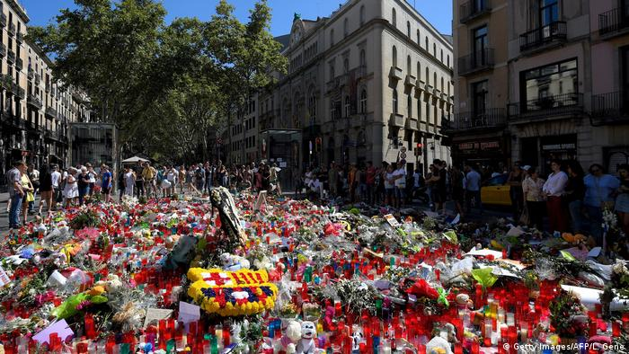 Spanien Blumenmeer in Las Ramblas in Barcelona (Getty Images/AFP/L. Gene)