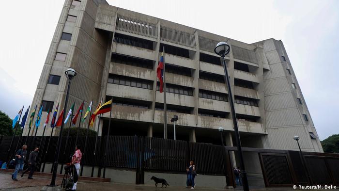La ONG Comisión Internacional de Juristas (CIJ) acusa al Tribunal Supremo de Justicia (TSJ) de Venezuela de estar al servicio incondicional del poder Ejecutivo y haber dado un verdadero golpe de Estado. 12.09.2017