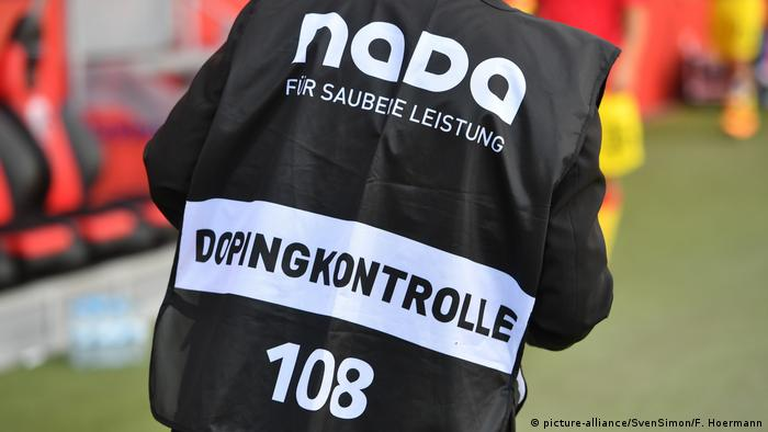 NADA Kontrolleur (picture-alliance/SvenSimon/F. Hoermann)