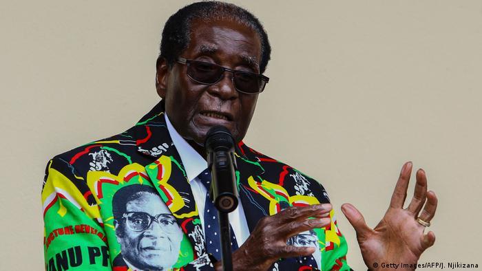 Bildergalerie langjährige Herrscher Robert Mugabe (Getty Images/AFP/J. Njikizana)