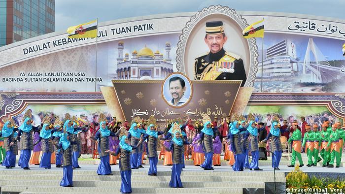Bildergalerie langjährige Herrscher Haji Hassanal Bolkiah (Imago/Xinhua/J. Wong)