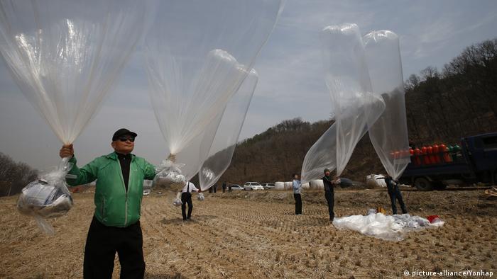 Südkorea Luftballon Aktivismus (picture-alliance/Yonhap)