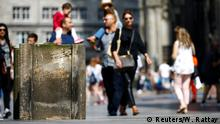 23.08.2017 *** People walk past concrete barriers placed by police in front of the world famous gothic cathedral in Cologne, Germany, August 23, 2017. REUTERS/Wolfgang Rattay