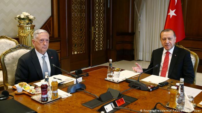 Türkei US-Verteidigungsminister Jim Mattis & Erdogan (Reuters/Presidential Palace/Kayhan Ozer)