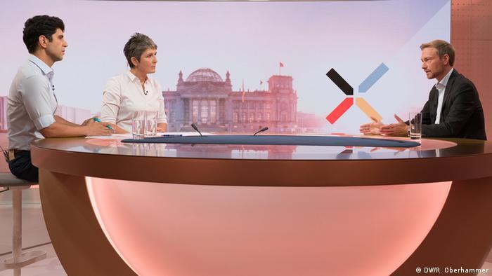 Лидер партийного списка СвДП Кристиан Линднер в студии DW