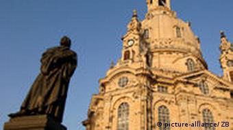 Lutherdenkmal vor Frauenkirche in Dresden
