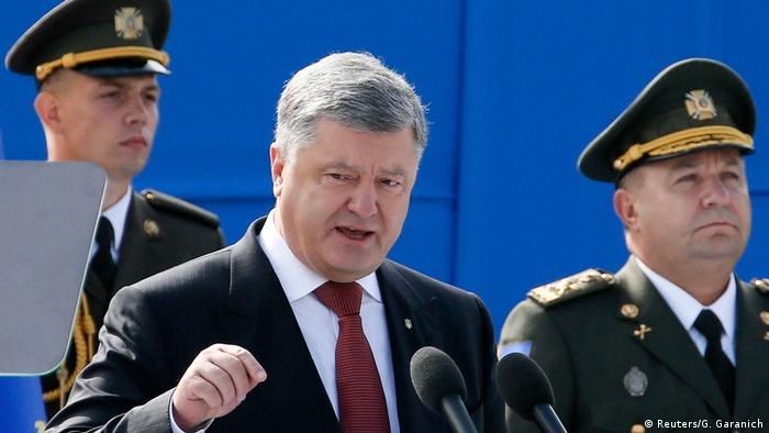Президент України Петро Порошенко та міністр оборони Степан Полторак