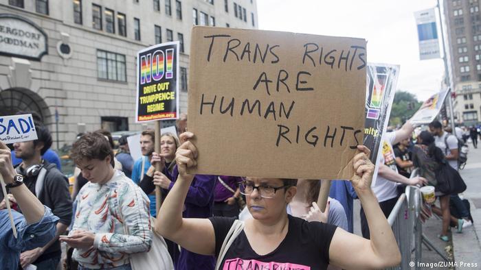 Акция против указа Трампа о запрете трансгендерам на службу в армии, Нью-Йорк