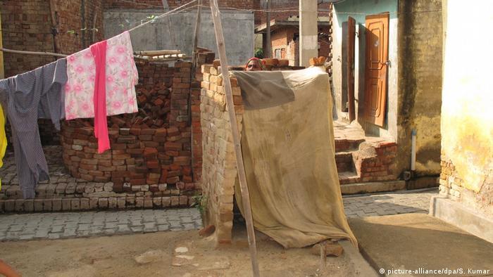 Indien hat große Pläne: Bis 2019 soll jeder eine Toilette haben (picture-alliance/dpa/S. Kumar)