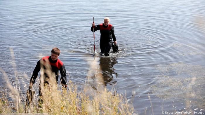 Divers walking coming out of the water in Copenhagen