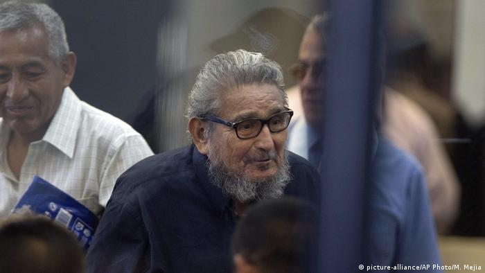 El terrorista Abimael Guzmán en un juicio en 2017.