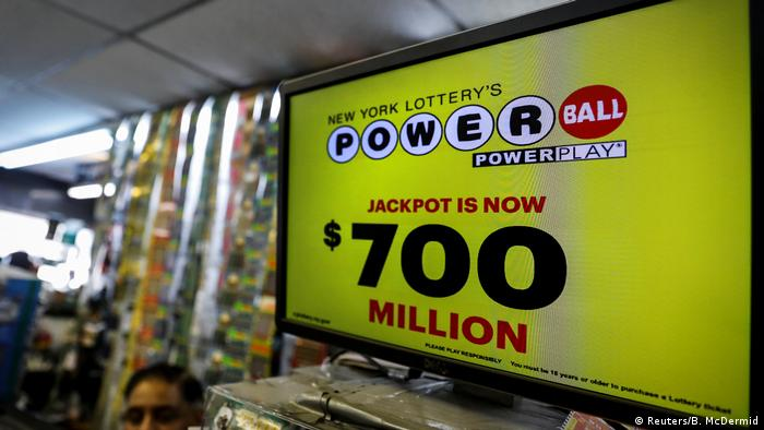 USA Powerball Jackpot (Reuters/B. McDermid)