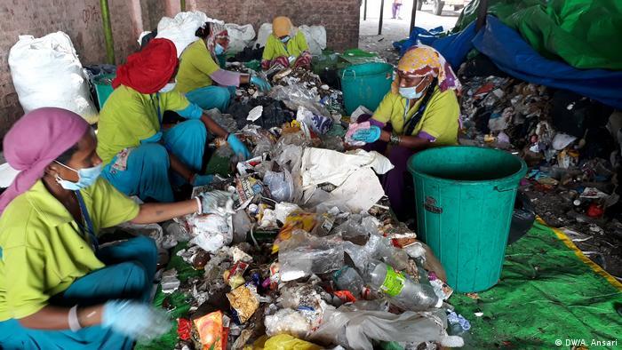 Indien Müllsammler in Delhi