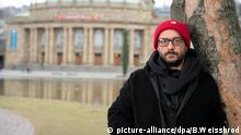 Kirill Serebrennikov in front of the Stuttgart City Opera (picture-alliance/dpa/B.Weissbrod)