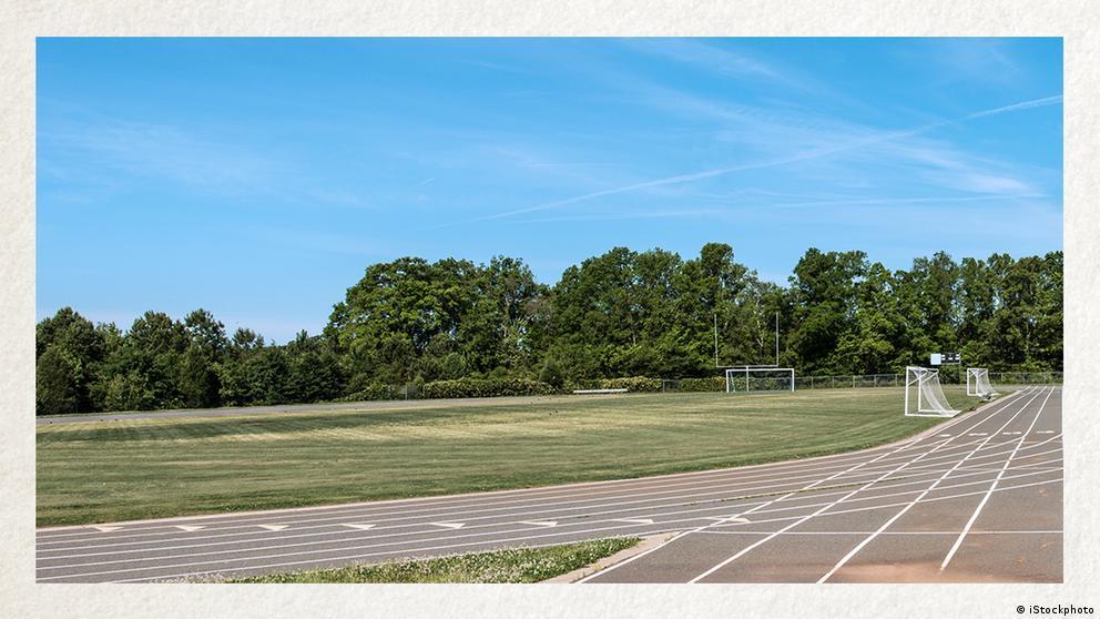 Deutschkurse | Wortschatz | WBS_Foto_Sportplatz