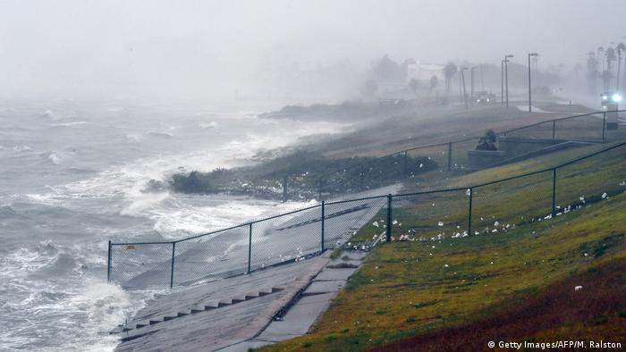 Winds ahead of Hurricane Harvey lash coast