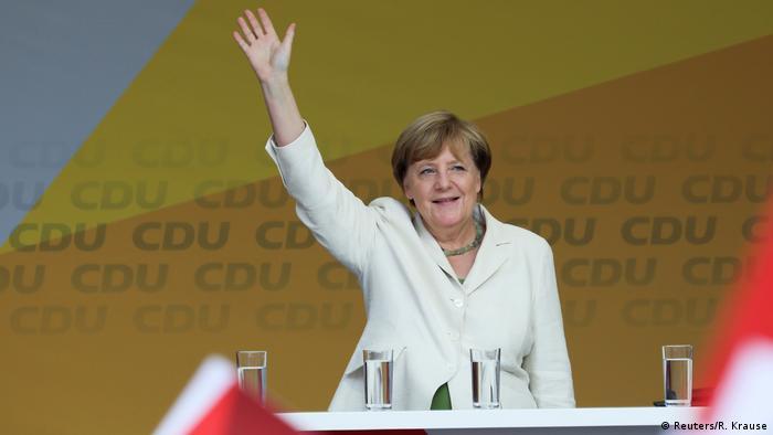 Deutschland Bundeskanzlerin Angela Merkel, Wahlkampfauftritt in Quedlinburg (Reuters/R. Krause)