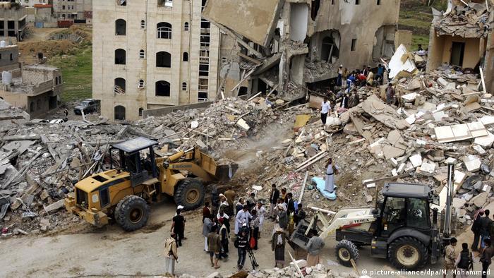 Сана после одного из авианалетов арабской коалиции (фото из архива)