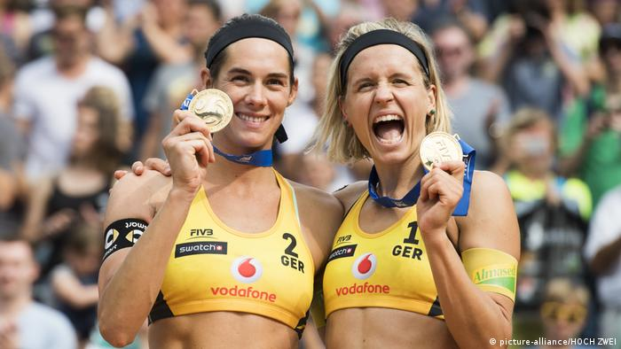 Hamburg Beach Volleyball FIVB Finale 2017 Walkenhorst and Laura Ludwig (picture-alliance/HOCH ZWEI)
