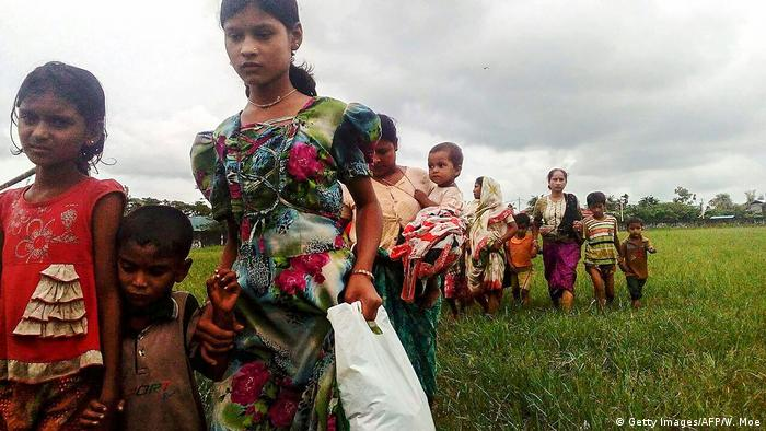 Myanmar Kämpfe Flucht Rohingyas nach Bangladesch (Getty Images/AFP/W. Moe)