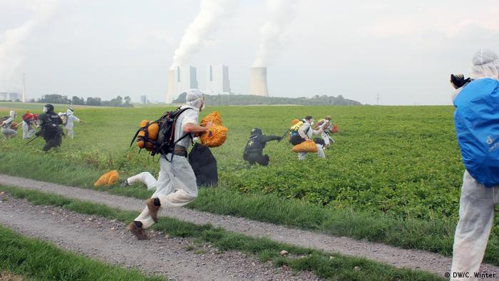 Demostration against coal mining in Germany (DW/C. Winter)