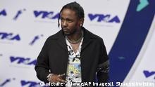 Kendrick Lamar arrives at the MTV Video Music Awards at The Forum on Sunday, Aug. 27, 2017, in Inglewood, Calif. (Photo by Jordan Strauss/Invision/AP) |