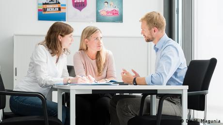 Mitarbeiter-Shooting: Gesprächssituation / Diskussion