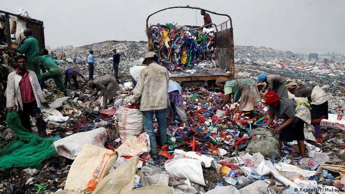 Kenya bans plastic bags in bid to fight pollution