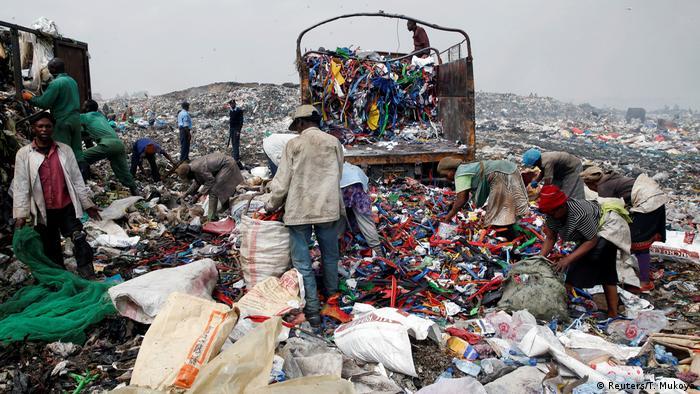 1. Bildergalerie Kenia Mülldeponie bei Nairobi (Reuters/T. Mukoya)