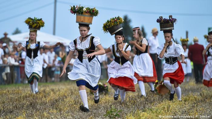 Забег пастушек в Германии