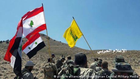 IS Abzug aus dem Libanon Vormarsch der Hisbollah Kämpfer aus Syrien (picture-alliance/AP Photo/Syrian Central Military Media)