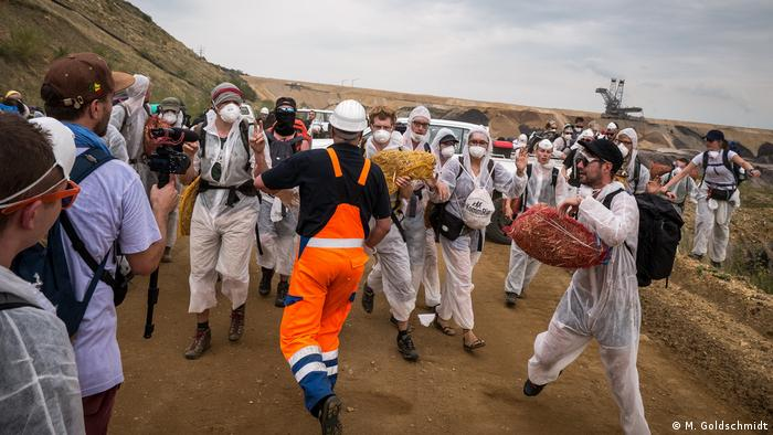 Deutschland | Proteste gegen den Abbau von Braunkohle (M. Goldschmidt)