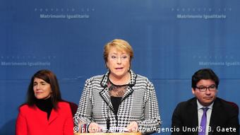 Michelle Bachelet firmó un proyecto de ley para el matrimonio igualitario.