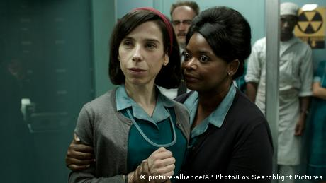 film still of Sally Hawkins and Octavia Spencer 'The Shape of Water' (picture-alliance/AP Photo/Fox Searchlight Pictures)