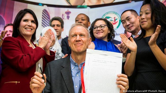 USA Gouverneur Bruce Rauner in Chicago (picture-alliance/AP Photo/A. Rezin)