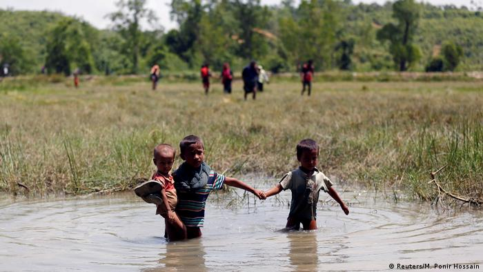 Thousands of Rohingya have fled the Burmese state of Rakhine amid the worst sectarian violence in years