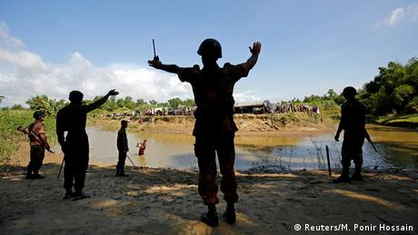 Bangladesh's border guards block the Rohingyas from crossing in