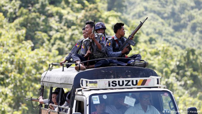 Police guard UN convoy which carries INGO and UN staff as they flee from Maungdaw after Arakan Rohingya Salvation Army (ARSA) attacked, in Buthidaung (Reuters/M. Ponir Hossain)