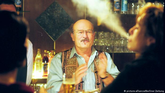 Director Volker Schlöndorff on the set of The Legend of Rita, 2000 (picture-alliance/Berliner Zeitung)