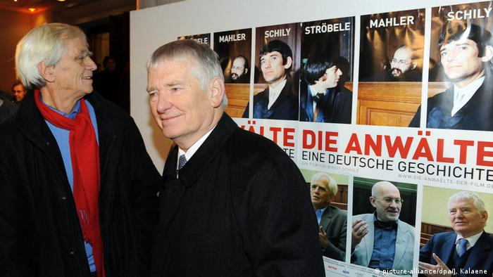 Hans-Christian Ströbele and Otto Schily at the premiere of the film Die Anwälte - eine deutsche Geschichte (picture-alliance/dpa/J. Kalaene )