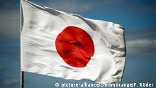 Flagge von Japan (picture-alliance/chromorange/F. Röder )