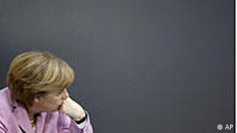 Njemačka kancelarka Angela Merkel (CDU)odsutnog pogleda na vladinoj klupi u Bundestagu