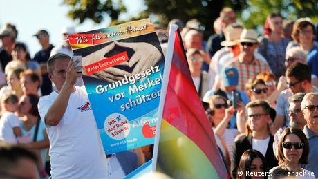 Deutschland Wahlkampf CDU Kanzlerin Merkel in Bitterfeld-Wolfen Protest