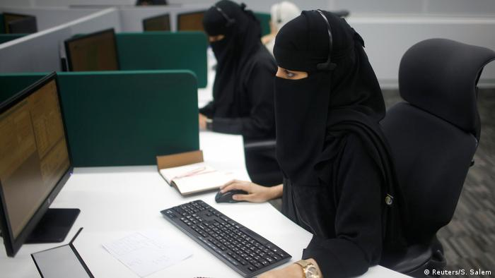 Saudi-Arabien- Frauen arbeiten für Call Center in Mekka (Reuters/S. Salem)